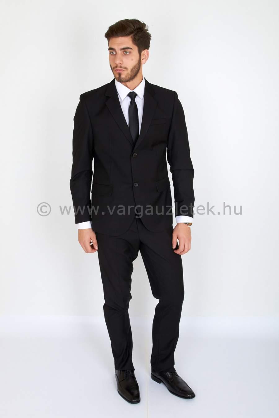Fekete normál öltöny