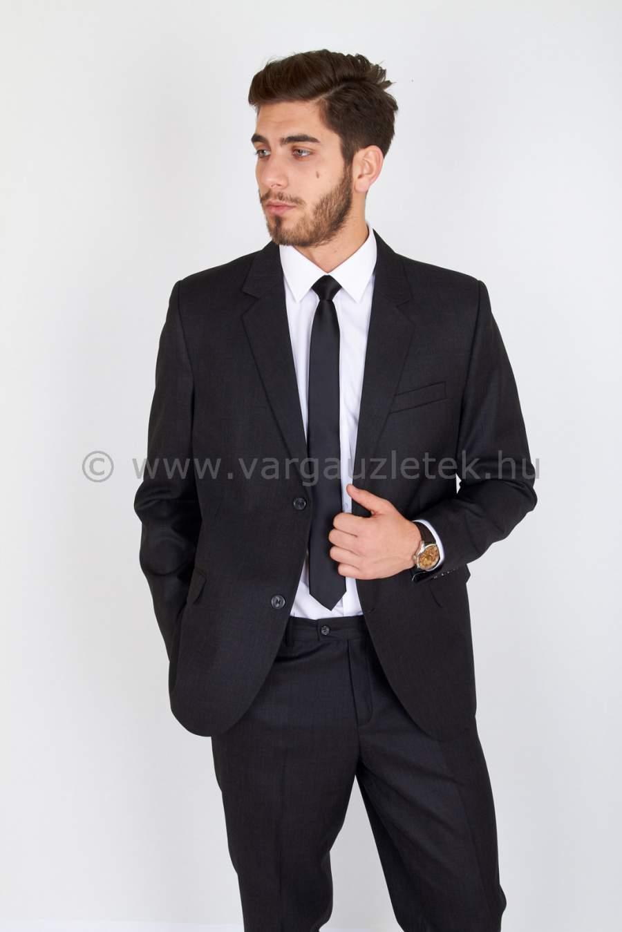 Fekete pocakos öltöny
